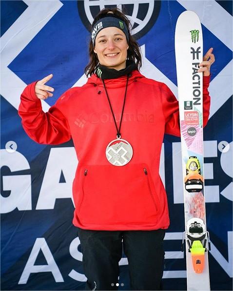 Sarah Hoefflin raffle l'argent et le bronze aux XGames à Aspen